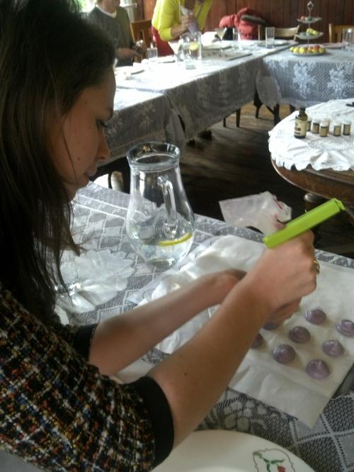 Martha piping macaron casings